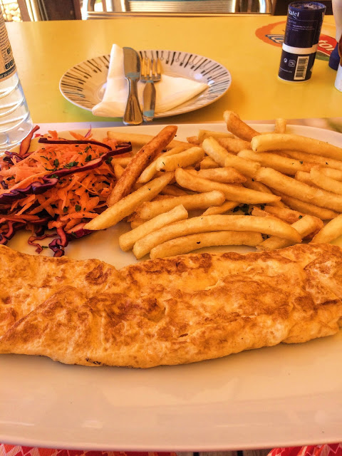 A omelette with chips in Algarve